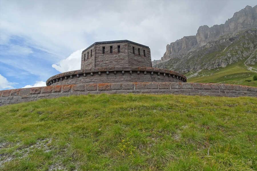 Der Vallo Alpino und die k.u.k. Sperrforts in den Dolomiten